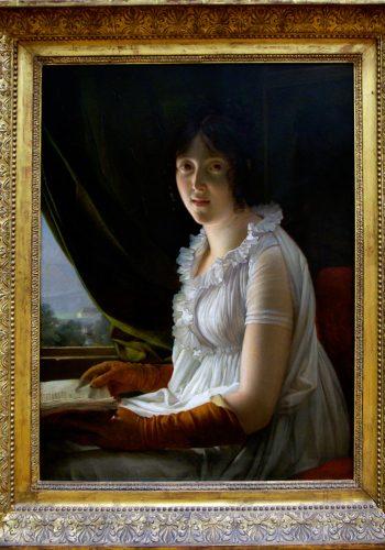 Baron François GERARD. Rome, 1770 - Paris, 1837. Madame Barbier-Walbonne, 1796. Marie-Philipe-Claude Walbonne (1763 - avant 1837) fut la première épouse de peintre Barbier-Walbonne, ami de l'artiste. Venant d'une fenêtre au fond du tableau, voilée par un rideau, la lumière tombe sur le livret les buste du modèle dont le visage est illuminé par un reflet saisissant, à la manière de certains Hollandais.